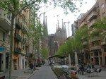 La sagrada familia vue de la rue Gaudi