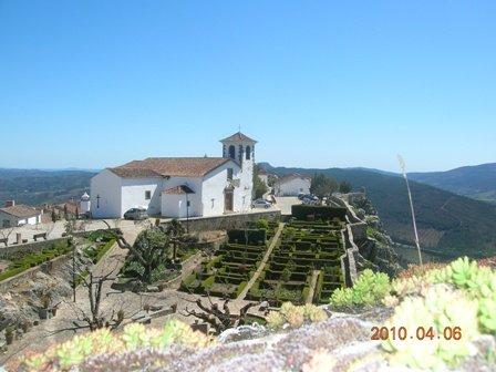 Copie-de-Eglise-et-muraille-vues-du-chateau