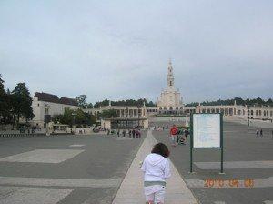 Copie-de-Fatima450-metres-a-genoux-300x224 dans PORTUGAL 2010